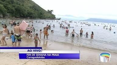 Muita gente aproveita o primeiro fim de semana do ano na praia - Turistas vão nas praias de Caraguá.