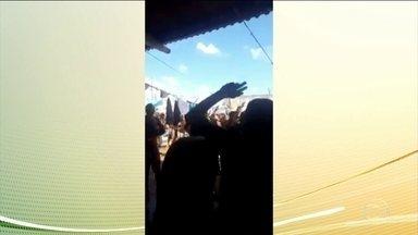 Presos comemoram aniversário com bebida e cocaína em Goiânia - Depois da divulgação do vídeo, a diretora do complexo prisional de Aparecida de Goiânia foi afastada do cargo. Segundo agentes prisionais era comemoração do aniversário do líder de uma facção criminosa.