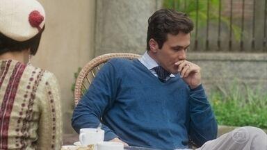 Olímpia aconselha Vicente a desfazer o mal-entendido com Maria Vitória - Lucerne comunica às meninas que Vicente vai se casar com Carolina e pede um minuto de silêncio por menos um solteiro na cidade