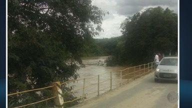 Nível do Rio Jacaré deixa moradores de Santana do Jacaré (MG) em alerta - Nível do Rio Jacaré deixa moradores de Santana do Jacaré (MG) em alerta