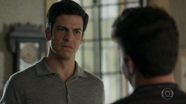 Júlio se nega a fazer exame de DNA - Eric tenta convence-lo, mas não consegue