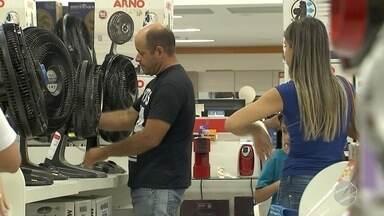 Loja oferece até 80% de desconto para atrair clientes e limpar os estoques em MS - Janeiro é ótimo período para quem precisa comprar, mas com economia.