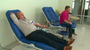 Moradores de cidades da região se unem para ajudar Hemocentro de Guarapuava - Durante o período de férias, número de doações de sangue caí. Por isso, a direção do hemocentro está pedindo ajuda de moradores de cidades da região para garantir os estoques.
