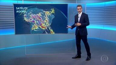 Previsão é de chuva para boa parte do país neste domingo (7) - No Brasil, o destaque é a chuva. Tiago Scheuer mostra a previsão do tempo para domingo (7).