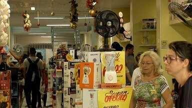 Consumidores aproveitam saldões em lojas de eletrodomésticos para realizar compras - Descontos chamam atenção dos consumidores.