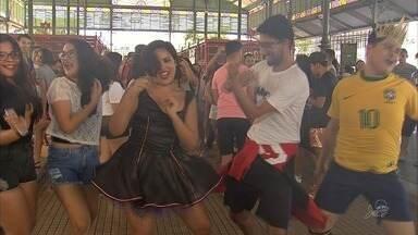 Mercado dos Pinhões tem primeira festa de pré-carnaval de 2018 - Animação tomou conta da festa no mercado.