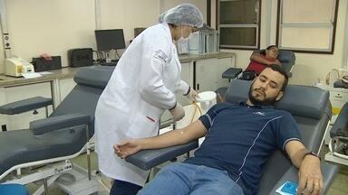 Hemoam convoca doadores para repor estoque de sangue, em Manaus - Época de carnaval exige maior demanda por bolsas.