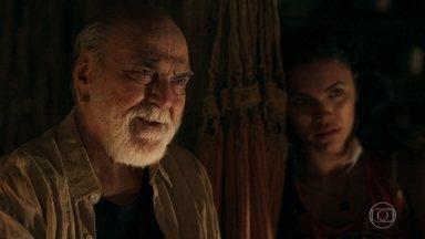 Josafá se emociona ao conhecer sua filha - Helenita abraça o pai e vive momento único