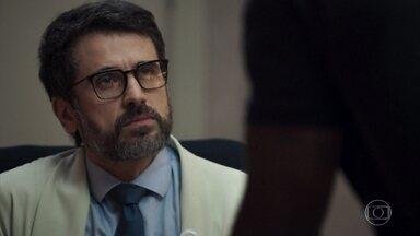 Cido procura Samuel no hospital - Eles marcam novo encontro. Renato observa o rapaz e avisa a Clara