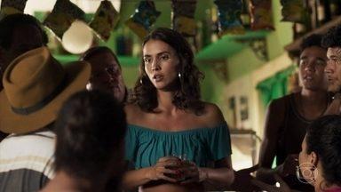 Vanessa mente para as pessoas na rua e todos condenam Duda - As informações correm pela cidade. Mercedes não deixa ninguém sair de casa