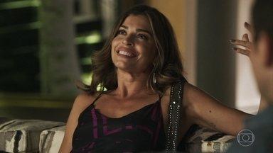 Gael questiona Lívia sobre seu relacionamento - Ela desconversa e não responde quem é o rapaz