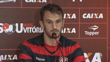 Vitória apresenta Lucas como novo reforço para a temporada de 2018 - O time segue apresentando jogadores; confira mais notícias do rubro-negro baiano.