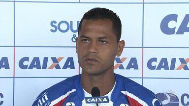 Meia Elton é apresentado pelo Bahia - Jogador agradeceu oportunidade no clube; confira também as novidades no tricolor baiano.