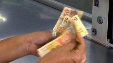 Uma em cada quatro famílias está com contas vencidas, diz pesquisa - Levantamento foi feito pela Confederação Nacional do Comércio, que mostra que dívidas dos brasileiros só aumentam.