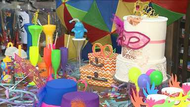 Lojistas apostam nos adereços de carnaval para aumentar as vendas em São Luís - Vitrines estão tomadas por fantasias e adereços de carnaval.