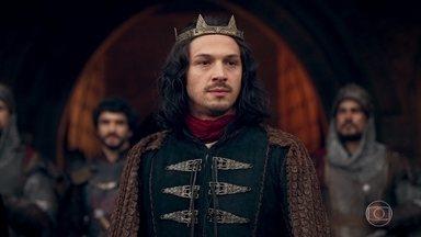 Rodolfo conta ao povo que a rainha está morta, mas que Afonso está vivo - O povo vibra com a novidade. Afonso faz um pronunciamento