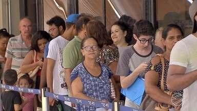 Fila de eleitores e tempo de espera têm aumentado para fazer o cadastro biométrico em MS - O prazo termina no dia 18 de março para as próximas eleições, neste ano. Em Campo Grande, todas as seções eleitorais vai usar o sistema biométrico.