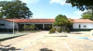Muitas escolas estaduais estão com estrutura comprometidas para início do ano letivo - Muitas escolas estaduais estão com estrutura comprometidas para início do ano letivo