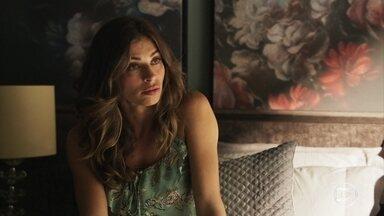 Sophia faz alerta a Lívia sobre a guarda de Tomaz - Ela diz que a filha precisa tomar cuidado com o namoro para que a justiça não use o comportamento errante dela como motivo para dar a guarda de Tomas a Clara