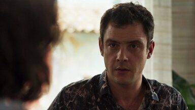Estela sugere que Gael ajude Clara a ficar com Tomaz - Gael inspeciona a reforma da mina. Sophia liga para o filho e o manda voltar para casa imediatamente por conta do processo de Clara