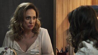 Nádia vai ao hospital conversar com Tônia - A mãe de Bruno comenta com Suzy sobre a orientação sexual de Samuel