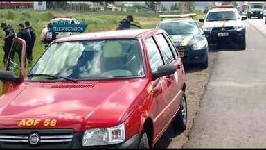 Viatura da PM capota na BR-020 - Uma viatura da PM capotou nesta terça (16) na BR-020. Dois policiais ficaram feridos. Números da Polícia Militar mostram que no ano passado sete viaturas capotaram no DF.