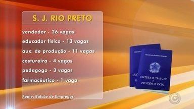 Balcão de Empregos oferece vagas em Rio Preto - O Balcão de Empregos oferece mais de 170 vagas em Rio Preto. São 26 para vendedor, 13 para educador físico, 11 para auxiliar de produção, 4 para costureira, 3 para pedagogo e 1 para farmacêutico. O Balcão de Empregos fica rua Ondina, próximo à igreja da Redentora ou no posto de atendimento do Poupatempo.