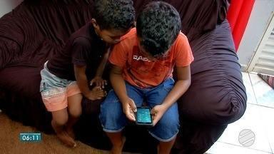 Férias com tempo chuvoso deixa crianças mais tempo com tecnologia - Chove quase todos os dias em Mato Grosso do Sul nos últimos meses. Bem no período de férias escolares. E o que fazer com crianças em casa? Muitas querem passar o tempo todo ligadas na tecnologia.