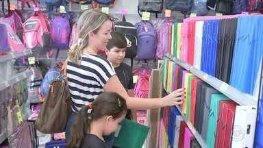 Procon faz pesquisa sobre preço do material escolar em lojas de Bauru - O Procon de Bauru (SP) realizou nesta semana uma pesquisa em seis estabelecimentos comerciais sobre a variação nos preços do material escolar.