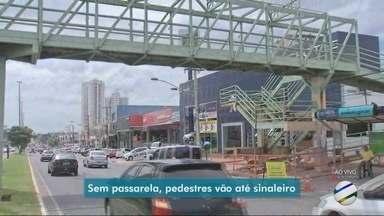 Pedestres enfrentam dificuldades na travessia da AV. Fernando Corrêa - Pedestres enfrentam dificuldades na travessia da AV. Fernando Corrêa