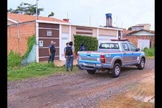 Homem morre em troca de tiros com a polícia durante abordagem em Marabá - Abordagem era em casa que estavam suspeitos de de roubar carro forte.