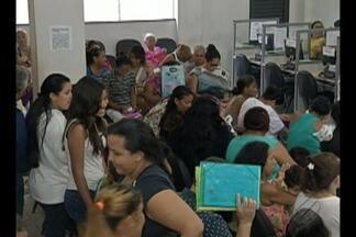Filas marcam último dia do recadastramento do Bolsa Família - Dos 15 mil beneficiários convocados, apenas 2 mil realizaram o recadastramento até nesta quinta-feira, 18.