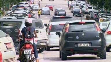 Monitores orientam motorista sobre Zona Azul em Manaus - Projeto foi implantando no Centro de Manaus