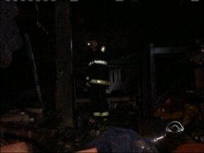 Polícia investiga incêndio no Presídio de Espumoso, RS - Detentos foram transferidos e outros liberados para cumprir pena em casa