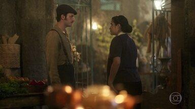 Lucas sonda Izabel sobre Angélica - Ele mostra interesse em fazer-lhe a corte