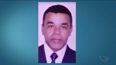 Homem é encontrado morto dentro de casa em Linhares e polícia suspeita de latrocínio - Irmão da vítima sentiu falta de alguns objetos da casa e também do carro que estava na garagem. A Polícia Civil está investigando o caso.