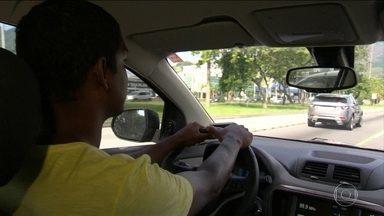 Epilépticos podem dirigir, mas devem tomar cuidado, explica advogado - Candidatos a motorista têm que responder a um questionário do Detran sobre as próprias condições de saúde.