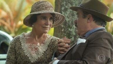 José Augusto insiste em levar Lucerne para casa - Ela dá uma desculpa e diz que tem um compromisso no asilo