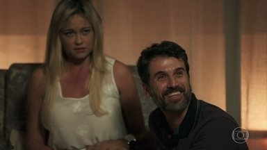 Suzy revela a Samuel que está grávida - Adinéia e Samuel comemoram. Cido incentiva a enfermeira a morar com eles e deixa Suzy chocada ao saber que o ex-motorista de Sophia também está lá