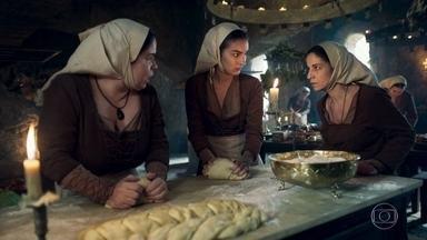 Betânia diz a Brumela e Selena que Afonso abdicou o trono por causa de Amália - Todos no reino estão comentando sobre a atitude do herdeiro