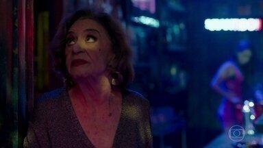 Caetana desconfia que Karina esteja grávida - Diego faz declarações para Melissa