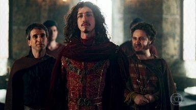 Lupércio avisa a Cássio que Rodolfo está fora de si - Rodolfo diz que não vai colocar a coroa em sua cabeça e diz que quer abdicar do trono também. Catarina se irrita com a demora da cerimônia. Rodolfo bebe vinho e fica bêbado