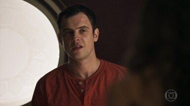 Gael afirma que vai ajudar Clara a recuperar a guarda de Tomaz - Natanael aconselha Amaral a fazer um dossiê contra o filho de Sophia