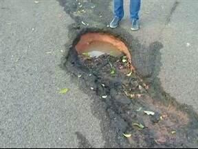Moradores do Parque José Rotta reclamam de buracos nas ruas do bairro - População diz que problema no local é antigo e cobra providências.