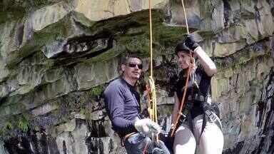 Turistas podem fazer rapel em rocha conhecida como Buraco das Araras - Turistas podem fazer rapel em rocha conhecida como Buraco das Araras