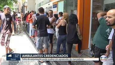 Cerca de 10% dos inscritos para trabalhar no carnaval em BH ainda não buscaram credencial - O prazo para retirar o documento que autoriza o ambulante a vender produtos nas ruas de Belo Horizonte durante o carnaval termina nesta sexta-feira.