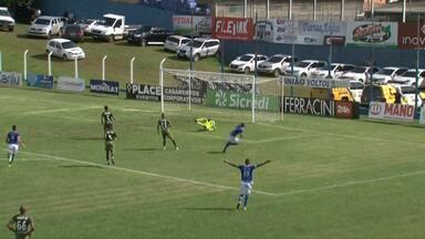 Zaga do Coritiba vacila, Marquinhos Cambalhota sai na cara do gol e Wilson faz um milagre - Zaga do Coritiba vacila, Marquinhos Cambalhota sai na cara do gol e Wilson faz um milagre