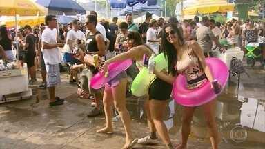 Blocos de carnaval atraem milhares de foliões pelo Brasil neste domingo (28) - Festa de carnaval já começou para quem aproveita os blocos de rua no Rio de Janeiro, em São Paulo e no Recife.