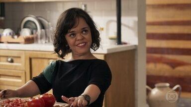 Estela não conta para Sophia que vai ter um jantar romântico com Amaro - A vilã acredita que Rosalinda está paquerando um homem de Pedra Santa