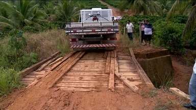 Más condições de ponte de madeira no interior de Linhares, ES, gera reclamações - Más condições de ponte de madeira no interior de Linhares gera reclamações.